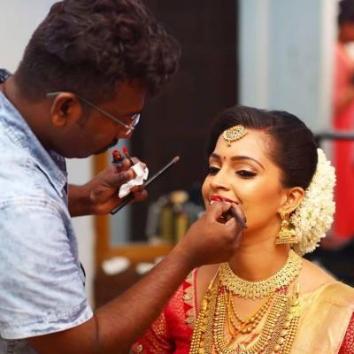 Vijesh Makeover Studio - Bridal & Celebrity Make up Artist
