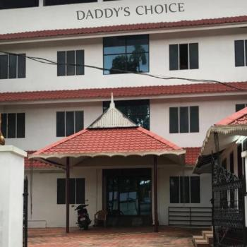 Daddy's guys have Parking Facility at Daddy's Choice Men's Hostel in Kothamangalam